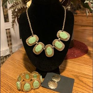 💥4/$10💥 Light Green & Gold-tone Necklace Set